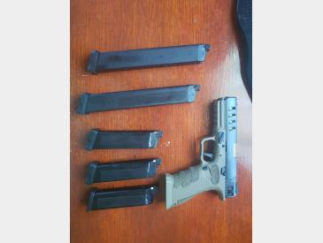 Replica pistol Shark Semi/Full Auto airsoft gas+co2